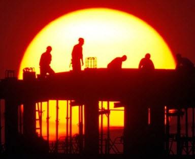 עובדים בבנייה